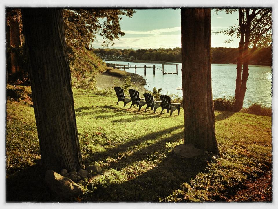 Kicky chairs