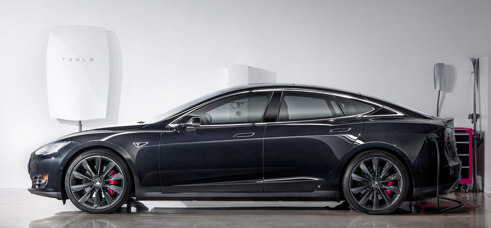 Powerwall and Model S - Photo: tesla.com