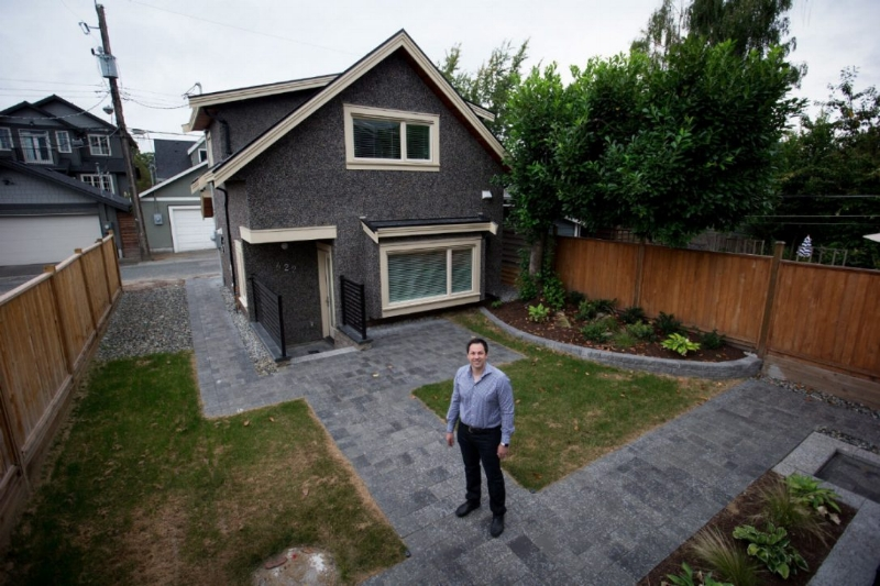 A laneway house in Vancouver with utilities and services tied to the main house - photo: Toronto Star