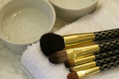 cleaning makeup brush