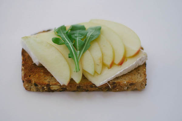apple brie toast