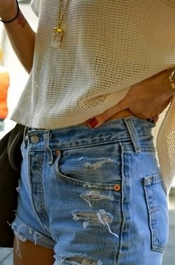 how to wear jean shorts