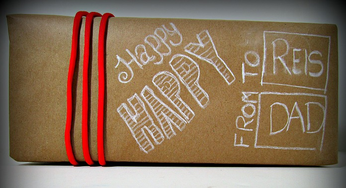 make holiday wrapping paper