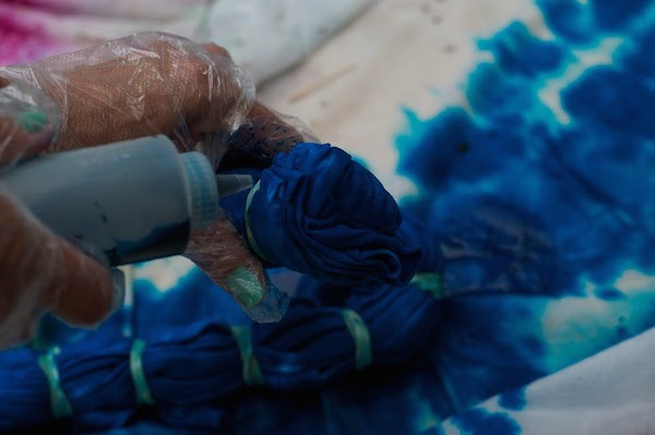 tie-dying steps