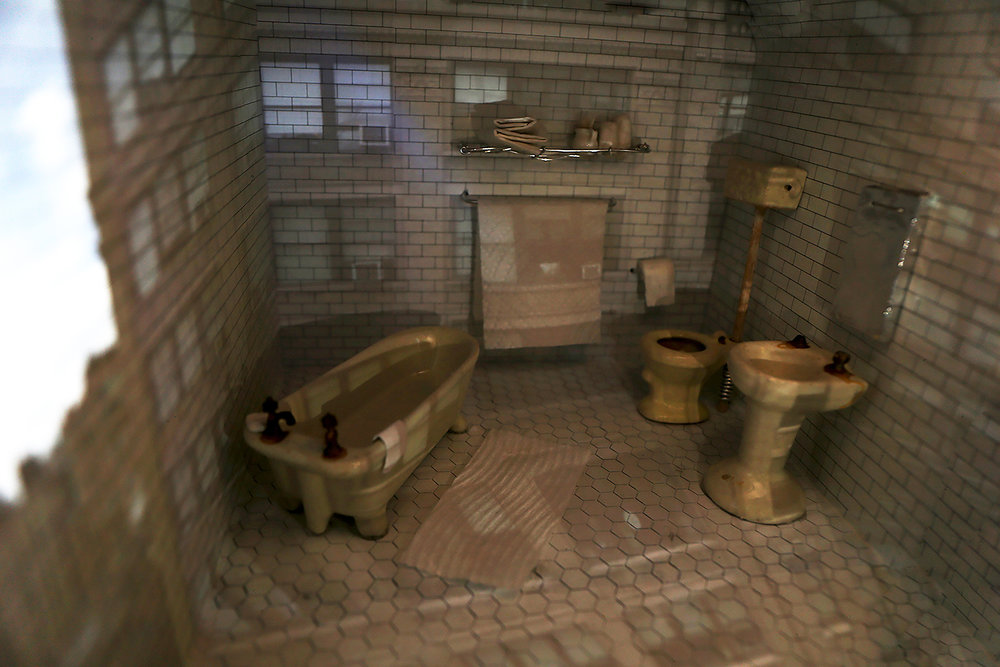 bathroomVIII.jpg