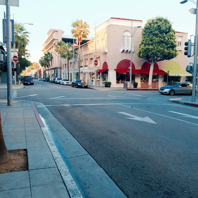 A beautiful view of the streets in Beverly Hills, California.