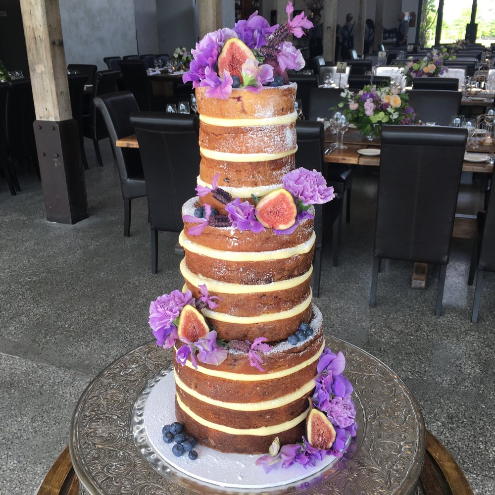 Naked cake with Figs & Fresh Flowers