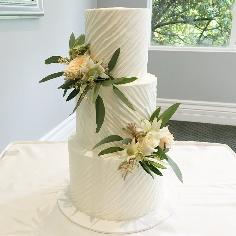 """9""""/7""""/5""""  Tea & Coffee Serves: 110-120 Dessert Serves: 55-60   Naked  starts from $685 plus  Delivery .   Buttercream  starts from $735 plus  Delivery .  Custom Cakes & Fondant Finish starts from $750 plus  Delivery . Click  here  to enquire."""
