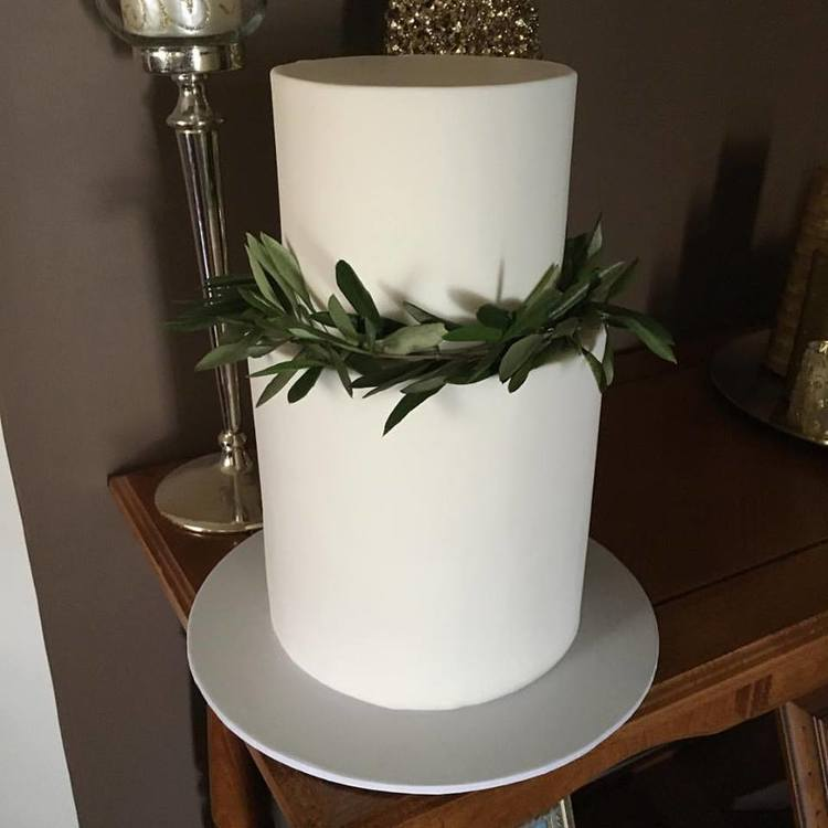 "9"" Extended Height & 7""  Tea & Coffee Serves: 150-160 Dessert Serves: 75-80   Naked  starts from $468 plus  Delivery .   Buttercream  starts from $506 plus  Delivery .  Custom Cakes & Fondant Finish starts from: $519 plus  Delivery . Click  here  to enquire."