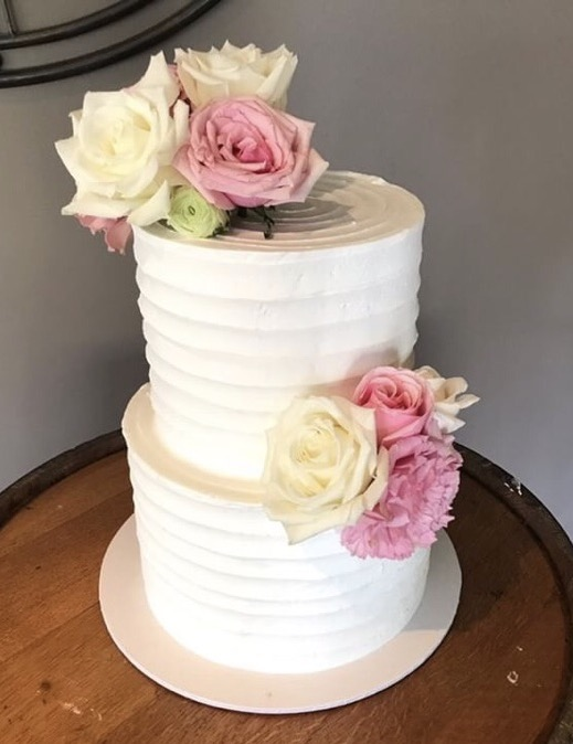 Horizontal lined buttercream cake