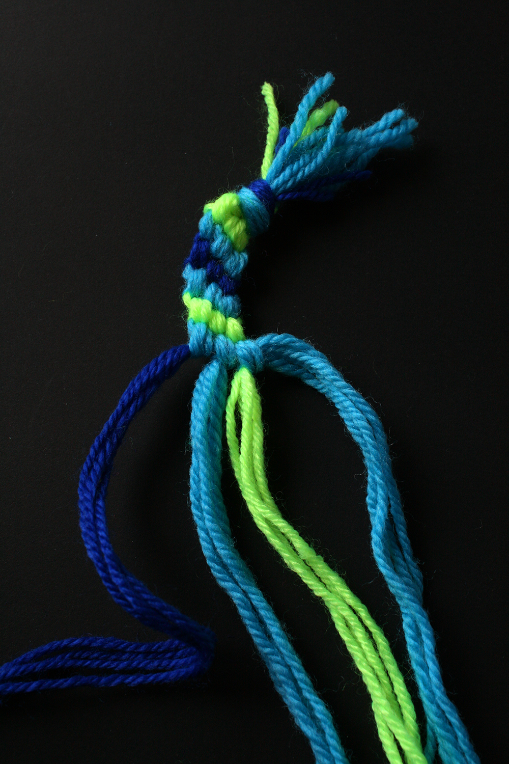 Step 9  Keep knotting until you have approximately 10cm of weaving.