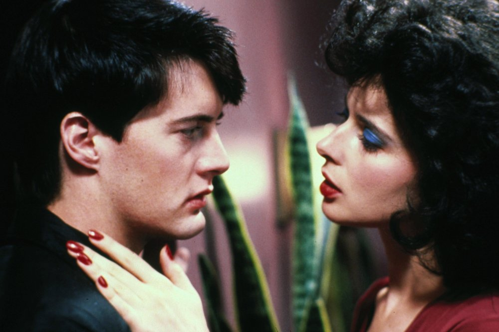 Jeffrey Beaumont (Kyle MacLachlan) falls under the spell of seductive chanteuse/woman in peril Dorothy Vallens (Isabella Rossellini) in David Lynch's  Blue Velvet   (1986).