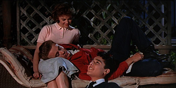rebel-without-a-cause-1955-james-dean-sal-mineo-natalie-wood-house-scene-family-600x300.jpg