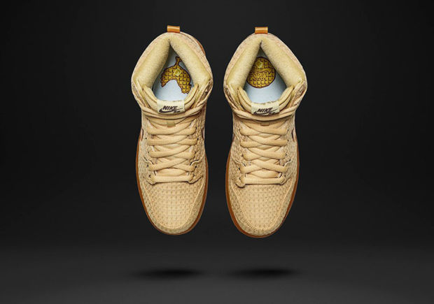 Nike Dunk Chicken and Waffles 2.jpg