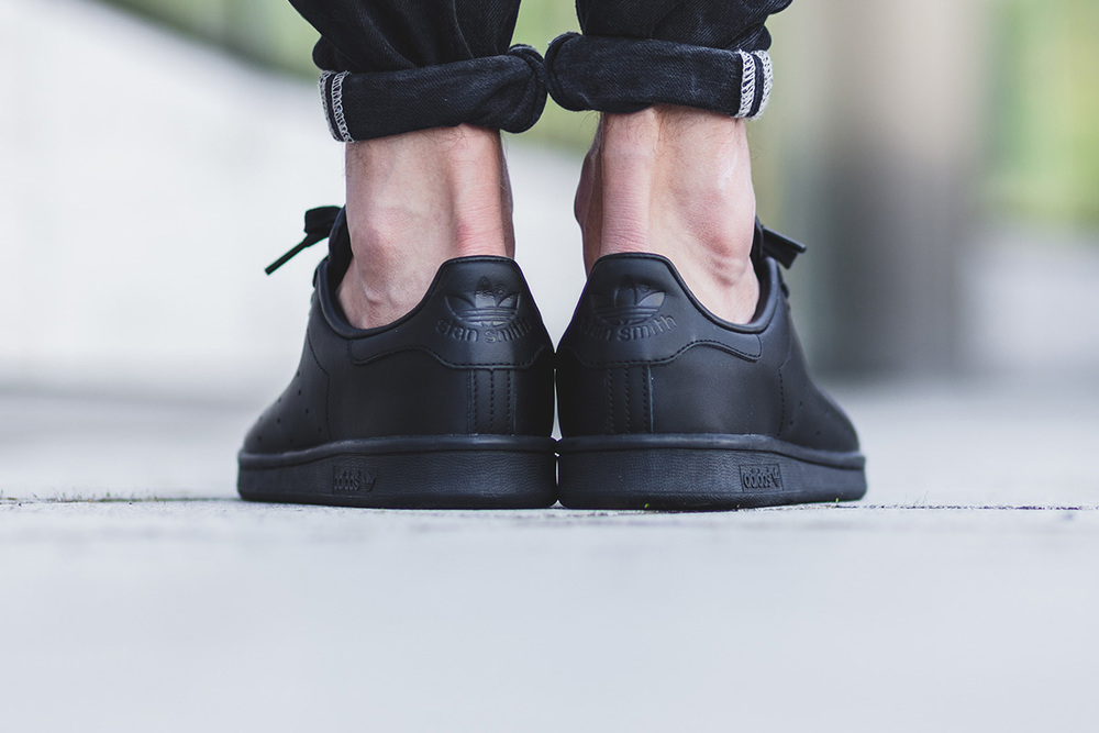 stan smiths all black 2.jpg