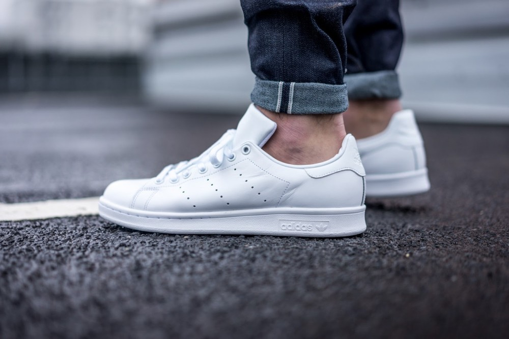 stan smiths all white 1.jpg