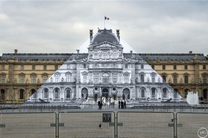 Louvre pyramid 1.jpg