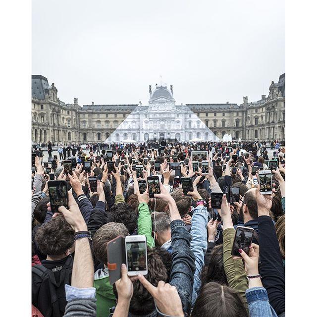Louvre pyramid 2.jpg
