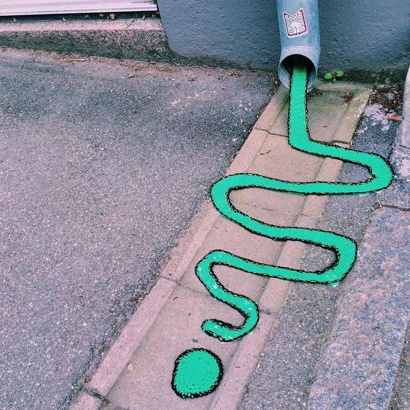Julia-Riordan-Stockholm-yarnbombing-art-3.jpg