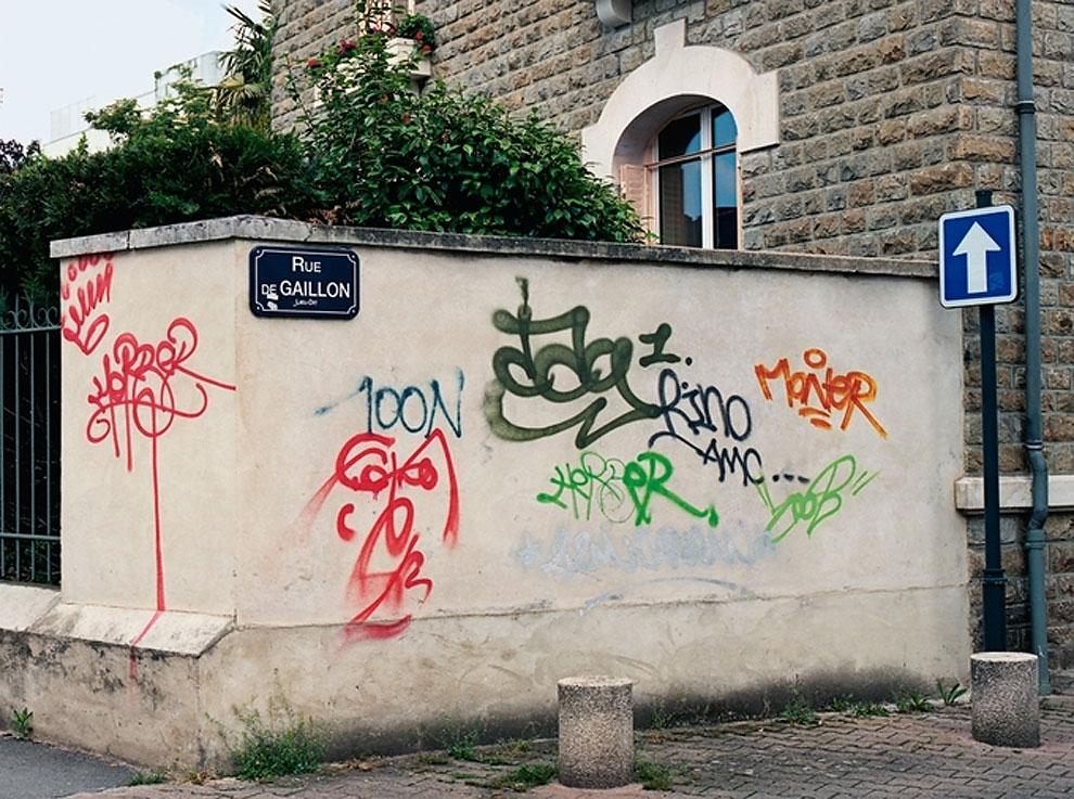 Artist-trolls-graffiti-taggers-1.jpg