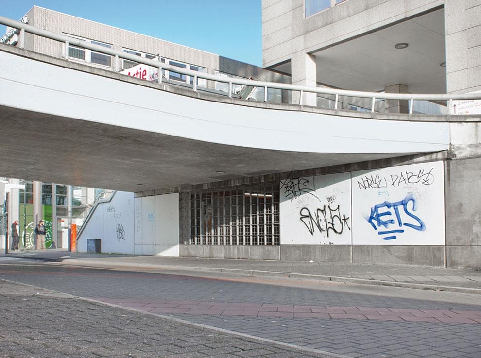 Artist-trolls-graffiti-taggers-7.jpg
