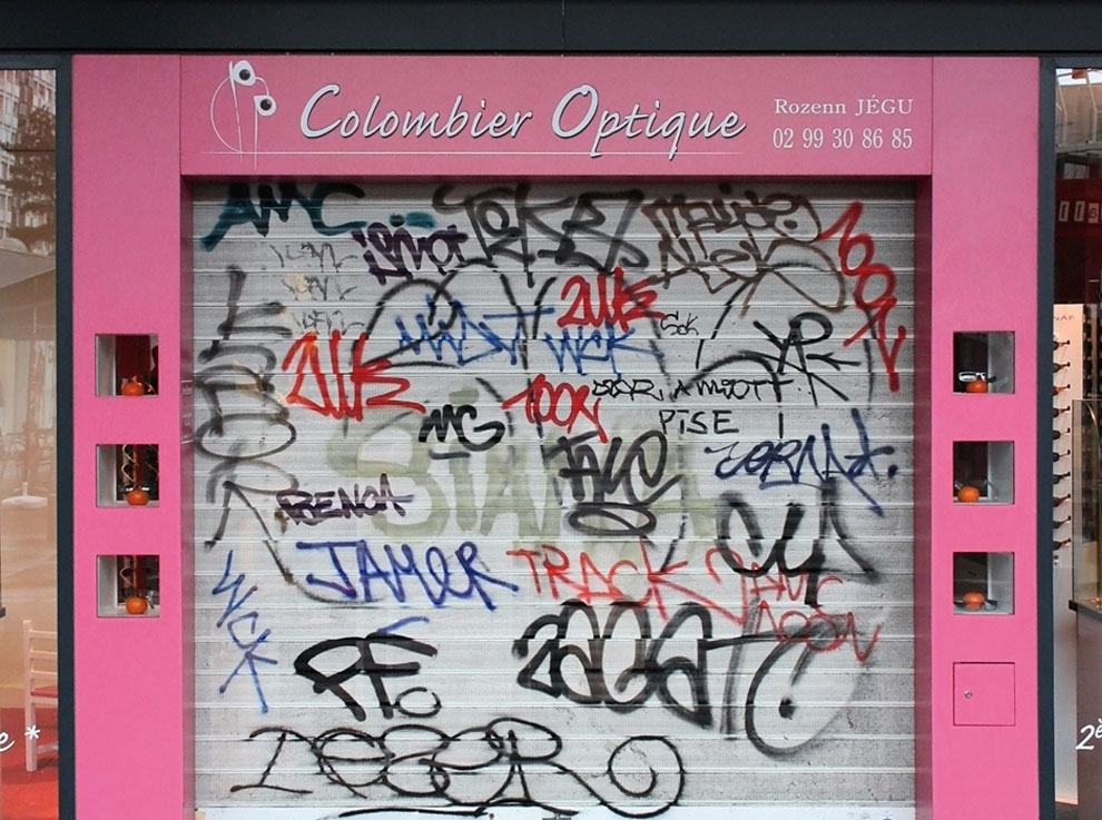 Artist-trolls-graffiti-taggers-5.jpg