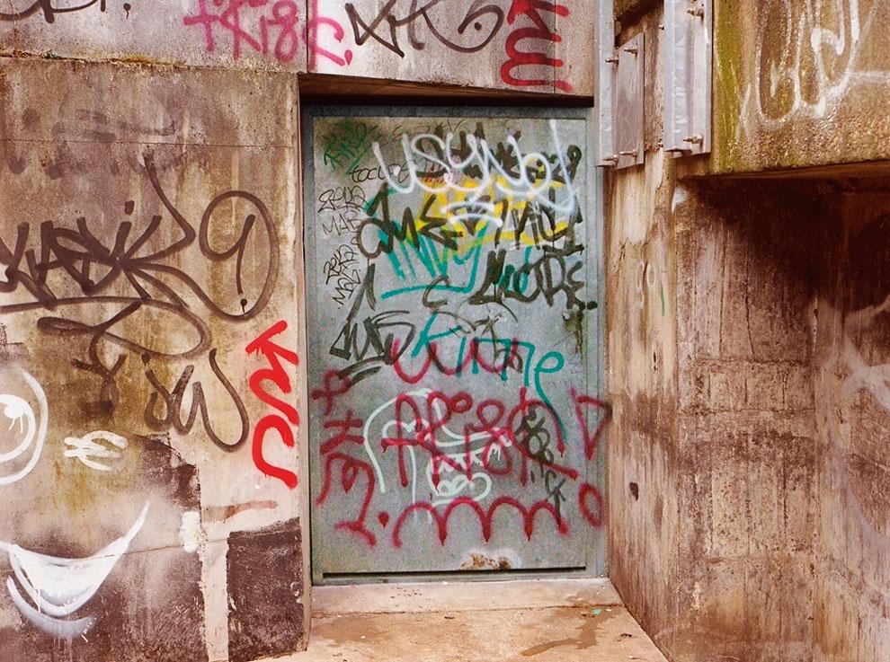 Artist-trolls-graffiti-taggers-9.jpg