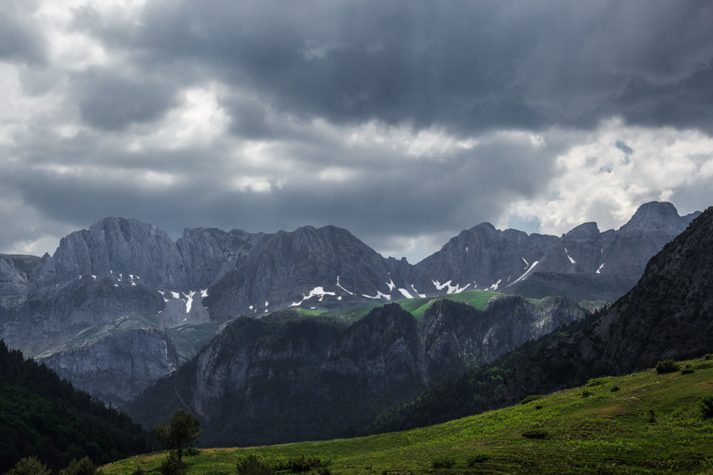 20150607_Spanish_Pyrenees_Stormy_Ridge.jpg