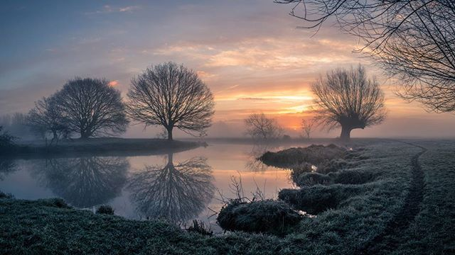 The first of a few from another glorious frosty and misty morning at Flatford on the River Stour.  http://ow.ly/w0aP30izToW  #landscapephotography #landscapelover #landscape_captures #landscapes #appicoftheweek #picoftheday #picoftheweek #photooftheday #landscape_photography #landscapecaptures #landscapephotomag #getoutside #scape_captures #LPM #fotocatchers #flatfordmill #osmaps #bestukpics #visitsuffolk #ukgreatshots #bestukpics #ukshooters #topukphoto #ukpotd #scenicbritain #britishlandscape #lovebritain #canonuk #stour