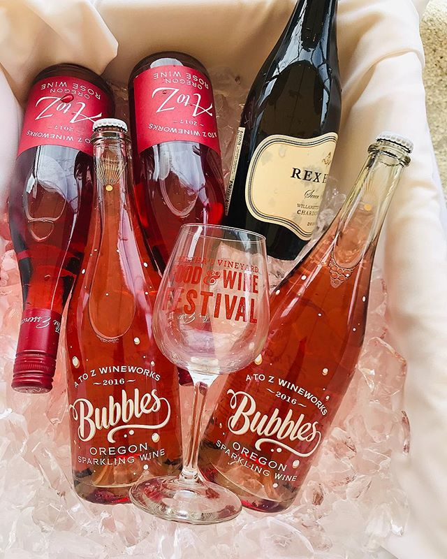 We can't get enough bubbles & rosé - did you taste any new ones? #mvfoodandwine #marthasvineyard #rosé #wine #bubbles