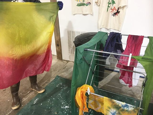 Thank you for coming to a super fun workshop Angela and Hanna @tinytreeshomersforestschool ! We made pretty rainbow play silks for the kids to imagine with. We used indigo from the Appalachian vat, cochineal bugs and turmeric . Always so much fun playing with dye and silks. #indigo #fermentationvat #blueredyellow #cochineal #pink #naturaldyes #playsilk #turmericdye #cochinealdye #indigodye  #silk #primarycolors #secondarycolors @theshopak