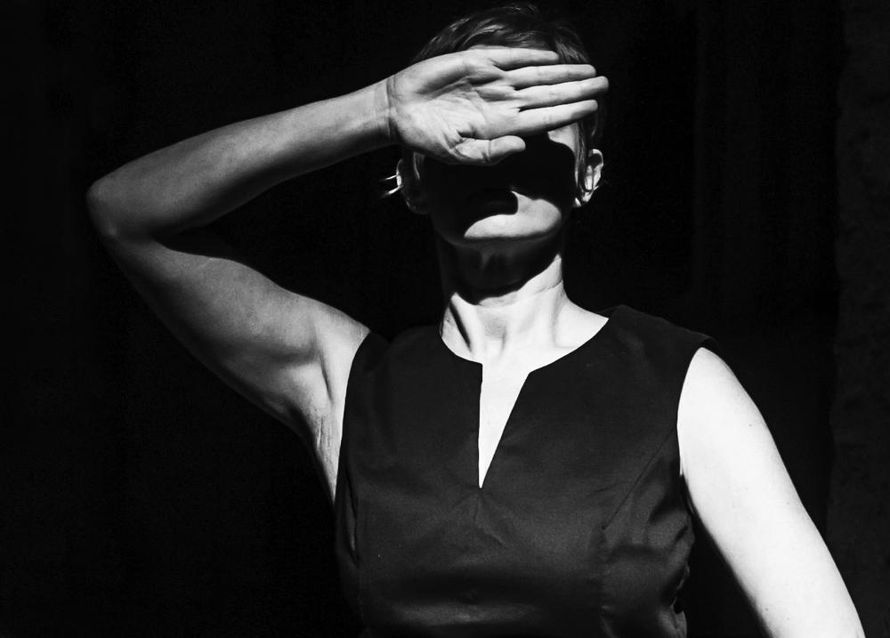 23. Simona Lisi in Die Schlafenden, regia di Fabrizio Crisafulli, 2013 (foto Lidia Crisafulli).jpg