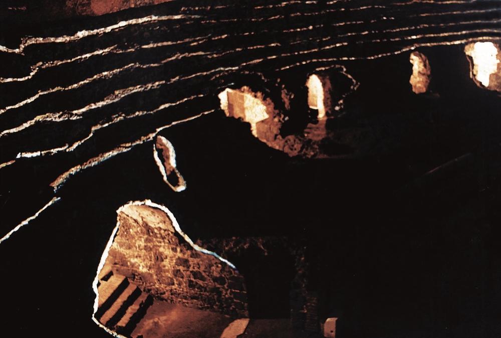 Pietraluce, installazione di Fabrizio Crisafulli, anfiteatro romano di Catania, 1999.jpg