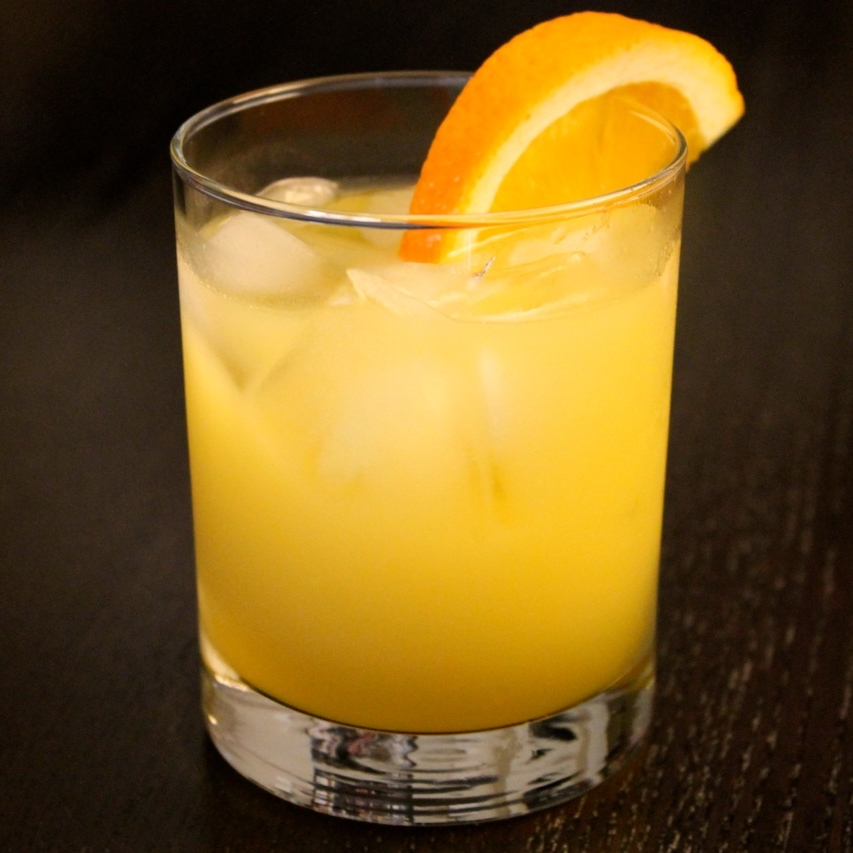 Screwdriver 1.5 oz Vodka Orange Juice Add the vodka to a highball glass filled with ice, top with orange juice. Garnish with orange slice.
