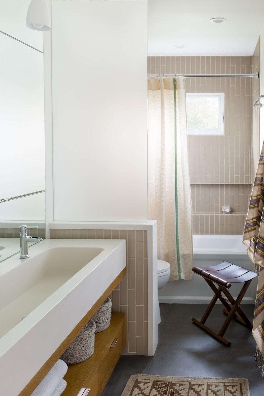Lynn K. Leonidas | Caravelle Family Bathroom