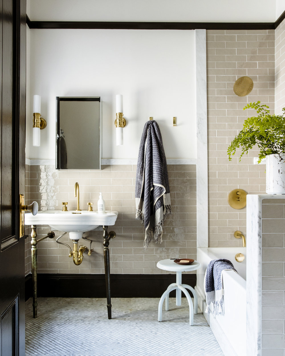 Lynn K. Leonidas | Sunset Willow Family Bathroom