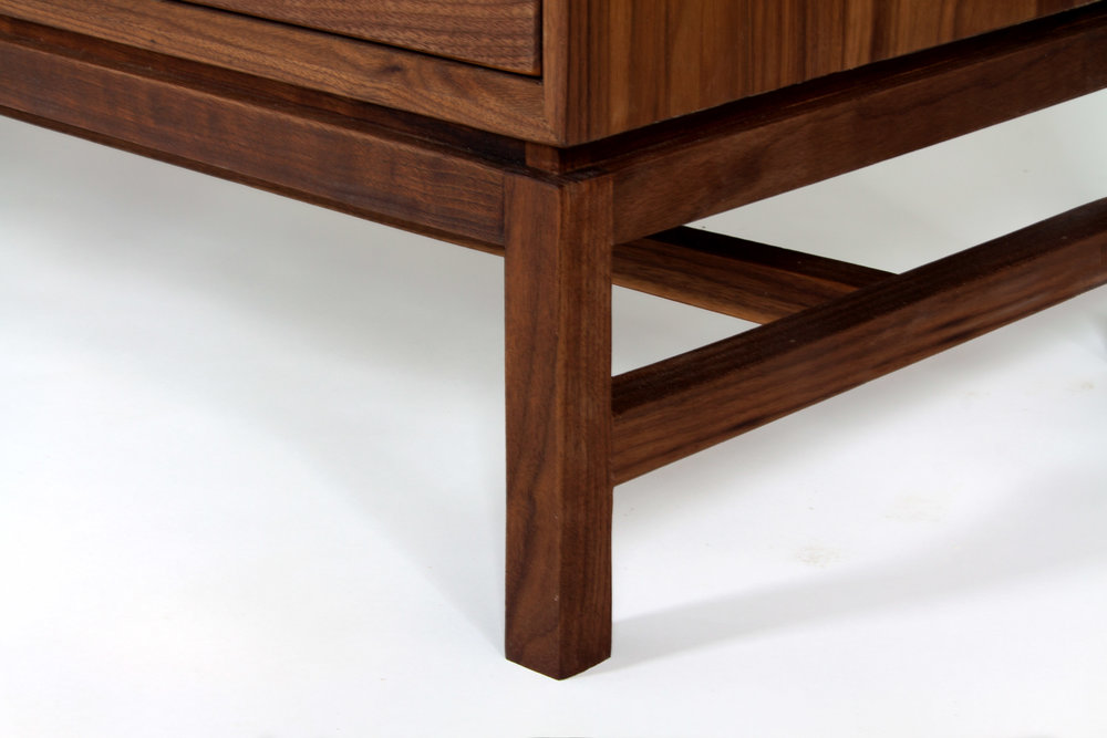 Nightstand-Forde-Contemporary-Detail-2.jpg