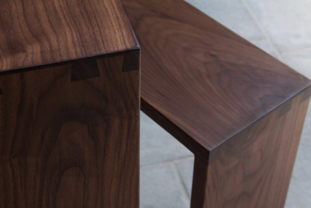 Table_Desk_Simone_Contemporary_Walnut_detail.jpg