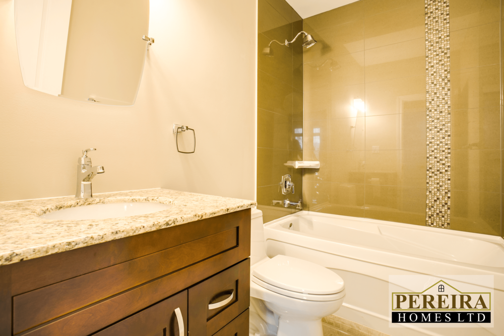 20 Darlington Blvd Courtice ON-print-032-27-Main Bathroom-3600x2400-300dpi.png