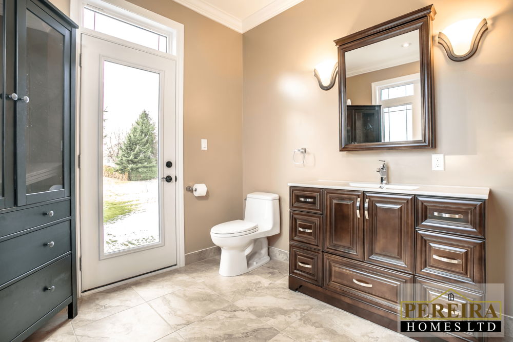 20 Darlington Blvd Courtice ON-print-028-29-Master Bedroom Ensuite-3600x2400-300dpi.png