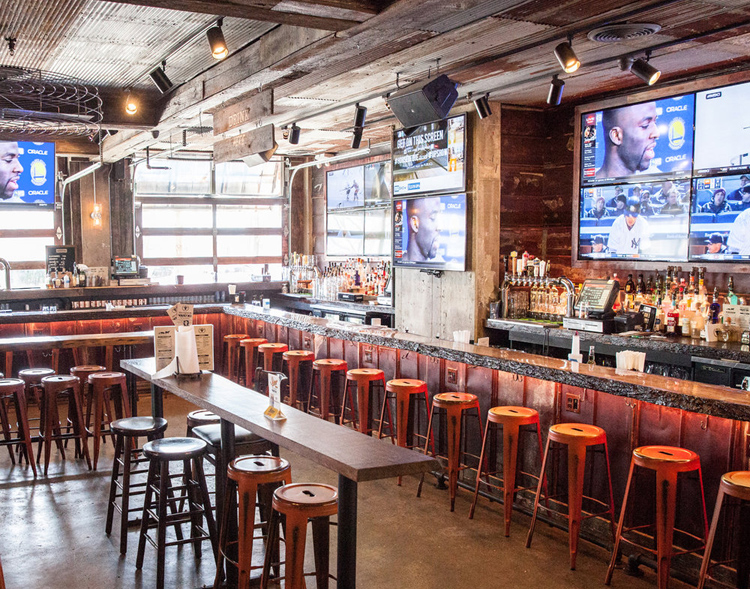 House of 'Que's bar is perfect for enjoying BBQ and brews while watching March Madness.