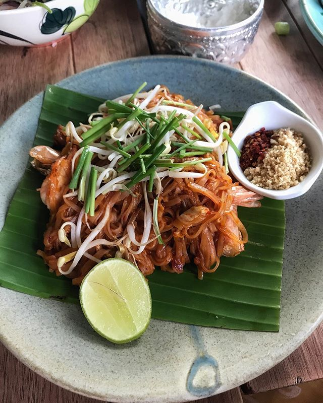 Amamos el #padthai de @galangathaikitchen en #laRoma, no se lo pueden perder! // How 'bout this #delicious padthai at #galanaga? #fromthecockpit #makeittwoplease #enjoytheride