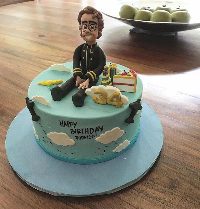 Así el pastel de cumple de R! Cómo ven? Delicioso de @montequillamx 🤤 #thelocaldate #enjoytheride #makeittwoplease