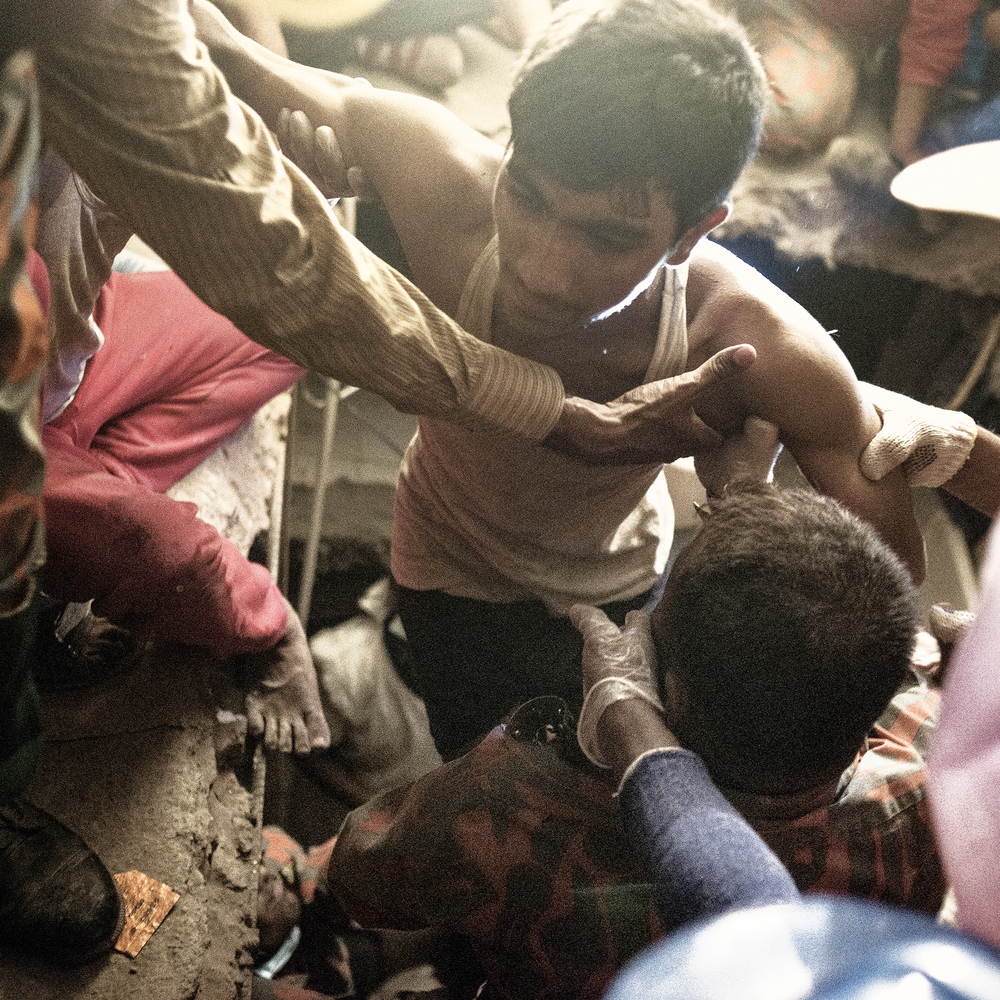 Rana Plaza volunteers working to rescue victims at the site