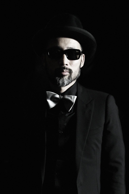 """沖野 修也(KYOTO JAZZ MASSIVE)  DJ/作曲家/執筆家。KYOTO JAZZ MASSIVE名義でリリースした「ECLIPSE」は、英国国営放送BBCラジオZUBBチャートで3週連続No.1の座を日本人として初めて射止めた。これまで世界35ヶ国140都市に招聘された国際派。著書に『DJ選曲術』や自伝『職業、DJ、25年』等がある。2014年秋にはバーニーズ ニューヨーク新宿店で初のイラストレーション展を開催。2015年4月、新たにプロデュースしたプロジェクト、Kyoto Jazz Sextetのデビューアルバム『Mission』をブルーノート・レーベルよりリリース。9/5(土)に行われる""""第14回東京ジャズ""""への出演が決定している。最新作『RUNAWAY~Boogie grooves produced and mixed by Shuya Okino』を8/5(水)にリリース。現在、InterFM『JAZZ ain't Jazz』にて番組ナビゲーターを担当中(毎週水曜日22時)。 www.kyotojazzmassive.com/   www.extra-freedom.co.jp/artists/shuya_okino/"""