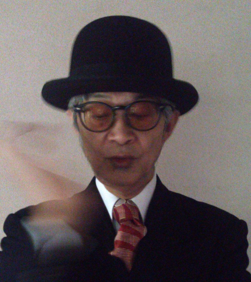 コモエスタ八重樫  プロフィール「'80年代中頃、昭和30年代をテーマとしたインテリア雑貨店「パノラマ」を代官山にオープン、DJやライターとして雑誌やイベントをとうしレトロブームの先駆者的存在となる。'91年東京パノラマ・マンボ・ボーイズとしてメジャーデビュー。解散後はラウンジ/和ものDJへと移行。その間、和田アキ子からクレイジー・ケン・バンドなど数多くのリミックスやプロデュース、さらに日本のレア音源の復刻コンピCDなど山程発売。'00年からはラテンサウンドをデジタルビートにのせたユニットCOMOESTASを始動。自ら楽曲の制作とDJとして国内からヨーロッパへなどで活動。21世紀を過ぎたある日、いきなり田舎生活を始め、一時活動は休業状態となる。しかしここ数年の和ものブームにより再び週末はDJとして活動、楽曲も制作、時折思い出したかのように昔の仲間とマンボ・ボーイズでのLIVEなども行っている。自らは「音楽関係家」と称し、気ままな音楽活動をスローライフなごとくこなしている。」