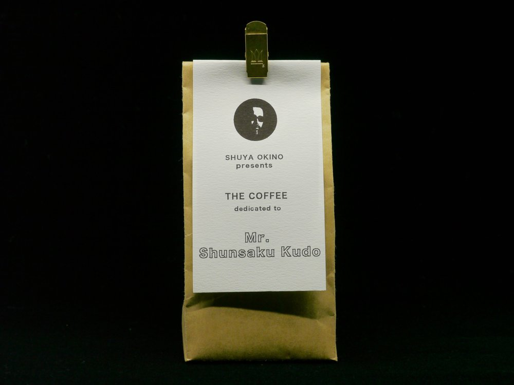 商品情報:4/10~5/9シーズンブレンド  「Shuya Okino presents THE COFFEE dedicated to Mr.Shunsaku Kudo」  ¥1,000/100g  ¥2,500/250g  問い合わせ先:TORIBA COFFEE  03-6274-6606   info@birdfeather.co.jp
