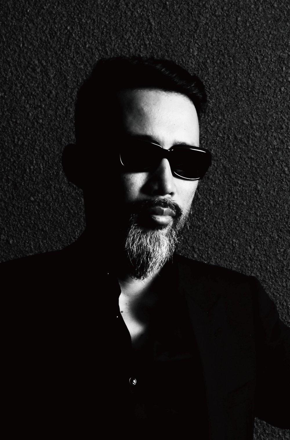 """沖野修也(KYOTO JAZZ MASSIVE/KYOTO JAZZ SEXTET)  音楽プロデューサー/選曲家/作曲家/執筆家/ラジオDJ。KYOTO JAZZ MASSIVE名義でリリースした「ECLIPSE」は、英国国営放送BBCラジオZUBBチャートで3週連続No.1の座を日本人として初めて射止めた。2017年6月、ジャズ・プロジェクト、Kyoto Jazz Sextetのセカンド・アルバム『UNITY』をブルーノートよりリリース。同年フジ・ロック・フェスティバル~Field Of Hevenステージに登場。2018年7月にはDJとして名門モントルー・ジャズ・フェスティバルにも出演を果たした。現在、InterFM『JAZZ ain't Jazz』にて番組ナビゲーターを担当中(毎週日曜日16時)。有線放送内I-12チャンネルにて""""沖野修也 presents Music in The Room""""を監修。GQ Japanオフィシャル・ブロガー。"""