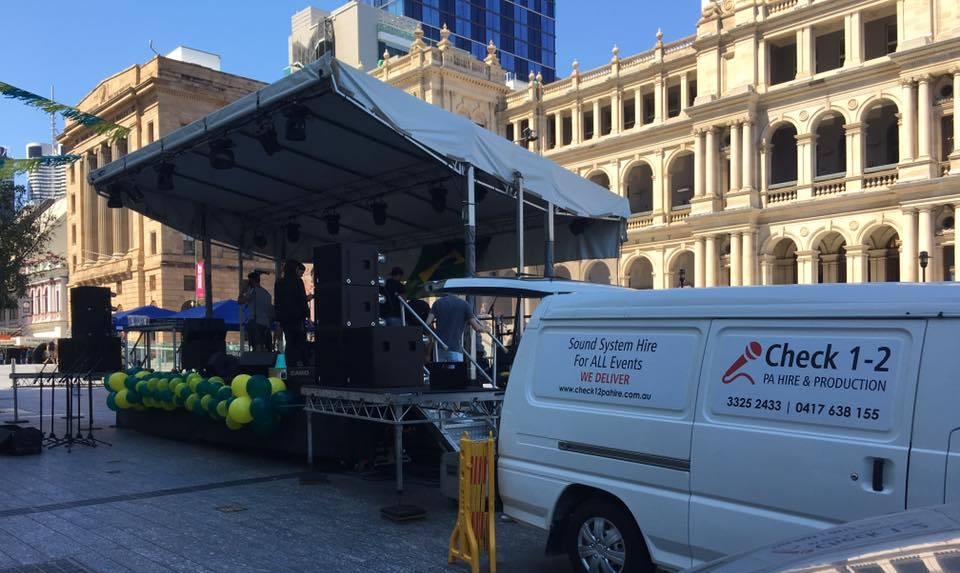 Setting up for Brazil Day 2017, Reddacliff Place, Brisbane
