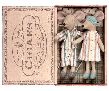 Mum & Dad Mice in Cigar Box  £44.50